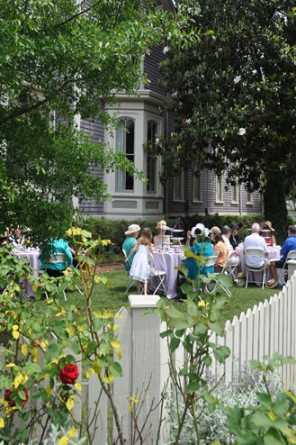 Oakwood Garden Club hosts 25th annual tour, tea